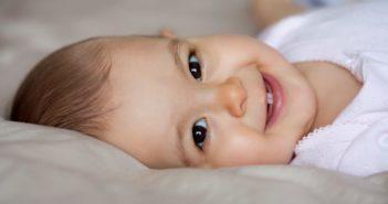 علاجات طبيعية لتخفيف آلام التسنين عند الأطفال!