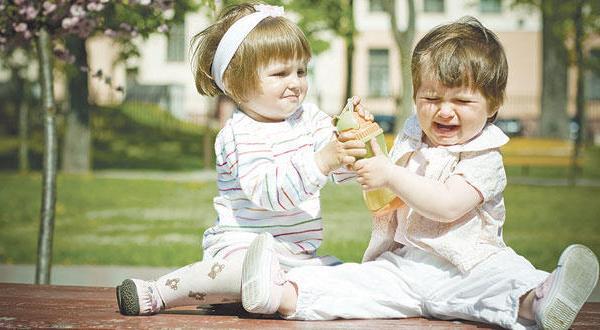 هل تعلم سبب السلوك العدواني لدى بعض الأطفال؟