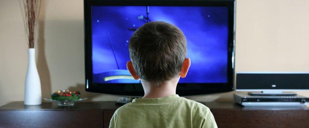 مشاهدة الطفل للتلفاز